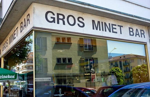 minet-v-bare-pod-stolom-kazanskie-devushki